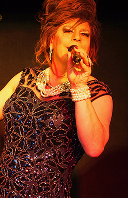 Travestie de Luxe, Dinnershow im Cabaret NostalChique